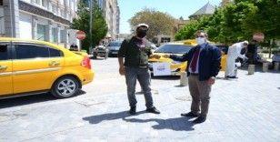 Belediye ekipleri, ticari taksileri dezenfekte etti