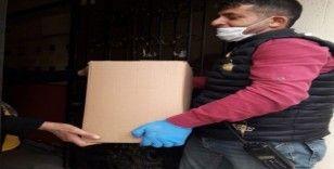 Polisten ihtiyaç sahibi vatandaşlara gıda yardımı