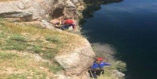 Mahsur kalan keçiyi AFAD ekipleri kurtardı
