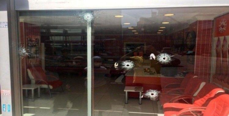 Sokağa çıkma kısıtlamasının bitimine dakikalar kala kasap dükkanına kurşun yağdırdı