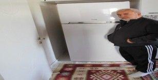 Hayırseverlerden 87 yaşındaki nineye buzdolabı hediyesi