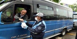 Ankara'da işleri azalan dolmuşcu esnafına gıda yardımı