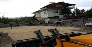 Taşköprü'de zarar gören kilit parkeler onarılıyor
