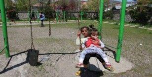 Varto'da çocuklar parklarda doyasıya eğlendi