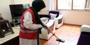 """Sultanbeyli'nde """"Şefkat Eli"""" ekibi, 4 yılda bin 500 eve hizmet verdi"""