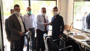 Test sonucu pozitif çıkan berbere maske veren başkanın sonucu negatif çıktı