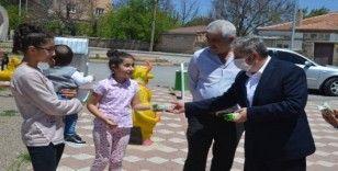 Parklara akın eden çocukları Başkan Özkan Altun karşıladı