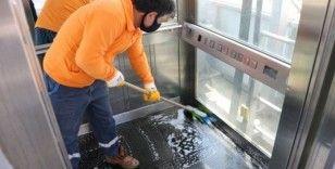 Yaya üst geçit asansörleri temiz tutuluyor