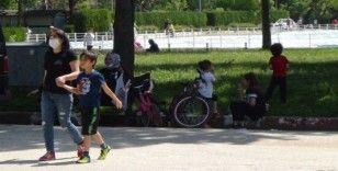 İzin bitti, çocuklar parklardan polis nezaretinde çıkarıldı