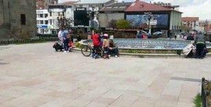 Erzurum'da çocukların paten ve bisiklet keyfi