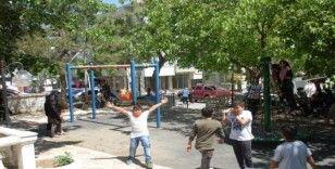 Çocukların sokağa çıkma sevinci