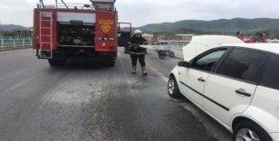 2 araçtan dumanlar çıktı, sürücüler korku dolu anlar yaşadı
