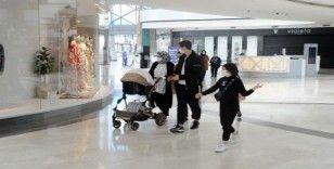 14 yaş altı çocuklar kısıtlama öncesi son dakikalarını AVM'de geçirdiler