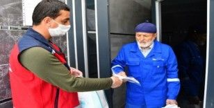 Aksaray Belediyesi ücretsiz maske dağıtıyor