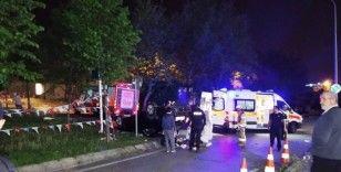 Makas attığı ileri sürülen otomobil takla atarak iş yerinin bahçesine girdi: 3 yaralı