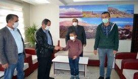 Başkan Gürsoy'dan başarılı öğrenciye ödül