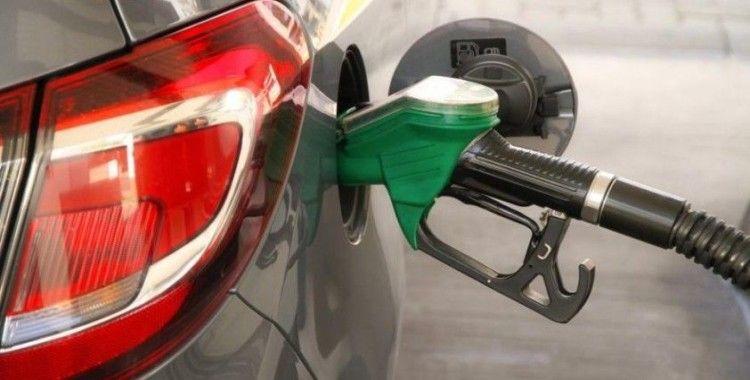 Benzinde 7, motorinde 12 kuruş indirim beklentisi