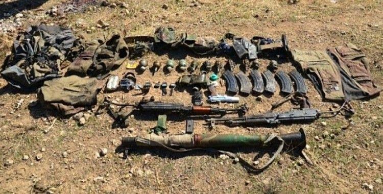 Etkisiz hale getirilen teröristlerin silahları ele geçirildi