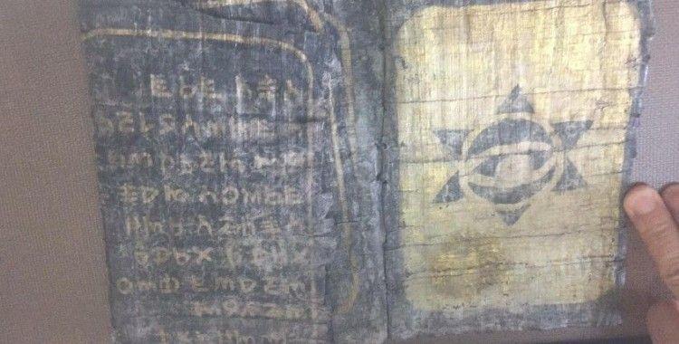 Düzce'de Jandarma, üzerinde Davut yıldızı ve Horoz figürleri olan kitap ele geçirdi