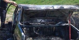 Jandarma'nın geldiğini duyunca otomobilini ateşe verdi
