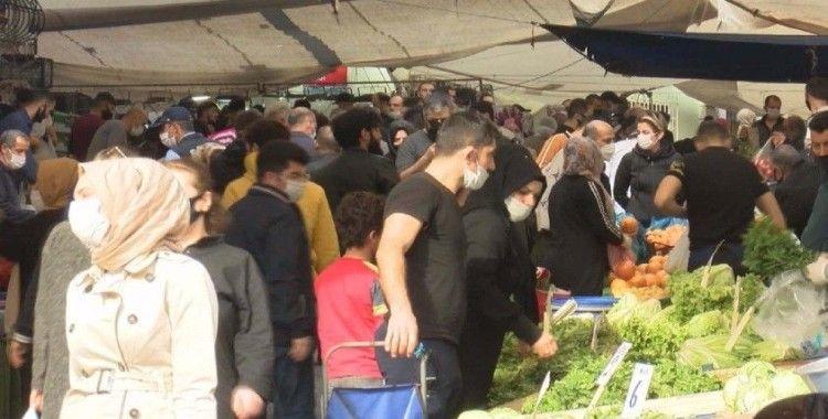 Sokağa çıkma kısıtlaması öncesi vatandaşlar pazara akın etti