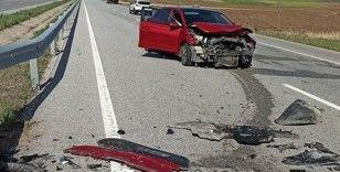 Otomobil tıra arkadan çarptı : 3 yaralı