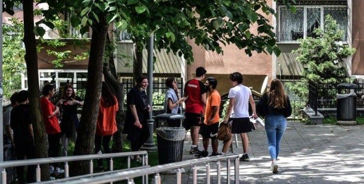 İstanbul'da gençler parklara akın etti