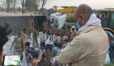 Hindistan'da göçmen işçileri taşıyan kamyon kaza yaptı