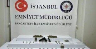 Uyuşturucu maddeyi çatı katına zulalayan 2 şahıs suçüstü yakalandı