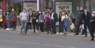 Başkent'te kısıtlamanın ilk gününde otobüs duraklarında yoğunluk yaşandı