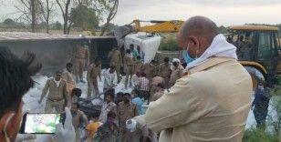 Hindistan'da göçmen işçileri taşıyan kamyon kaza yaptı: 23 ölü, 35 yaralı