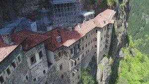 Sümela Manastırı'ndaki restorasyon çalışmaları havadan ve manastırın içinden görüntülendi