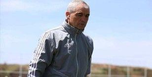 Sivasspor Teknik Direktörü Çalımbay: Liglerin başlatılması bence çok büyük yanlış