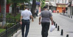 65 yaş üstü vatandaşlar evlerine dönmeye başladı
