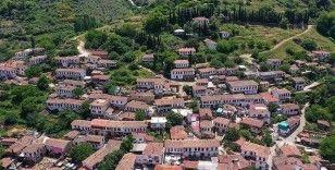 Sessizliğe bürünen 'kıyamet köyü' Kovid-19 sonrasına hazırlanıyor