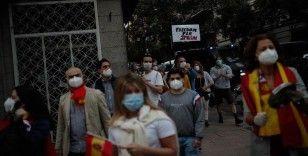 İspanya'da hükümetin Kovid-19 politikasına karşı protestolar sürüyor