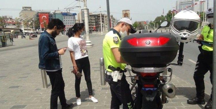 Taksim'de maske takmayan Ürdünlü vatandaşa ceza