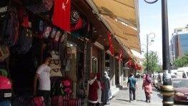 Terörün izlerinin silindiği Sur'da iş yerleri Türk bayrakları ile donatıldı