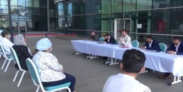 Sağlık çalışanları ve hastalar için hastane bahçesinde Kadir Gecesi programı