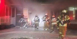 İzmir'de korkutan yangında 8 katlı bina boşaltıldı