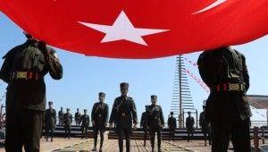 Atatürk'ü temsil eden bayrak karaya çıkarıldı