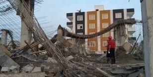 İnşaatta beton kalıp çöktü: 2 yaralı
