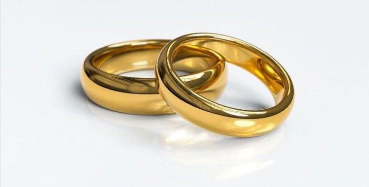 İran'da evlenme oranı yüzde 40 azaldı