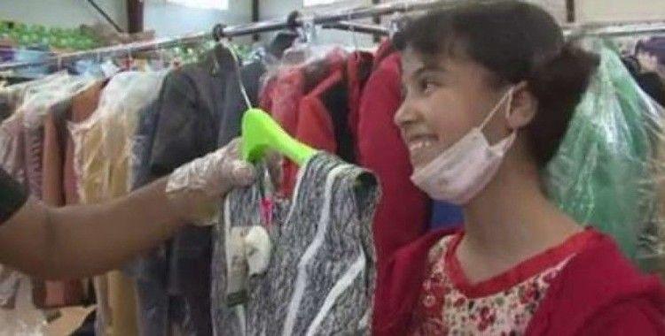 Yemen'de çocukların yüzü kıyafet bağışlarıyla güldü