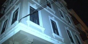 Beyoğlu'nda silahlı kavga: Ayağından vurulan şahıs 2. kattan atladı