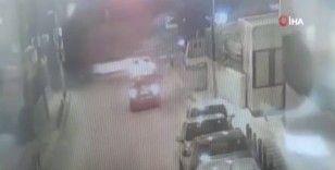 Park halindeki kamyonetin saniyeler içerisinde çalındığı anlar kamerada