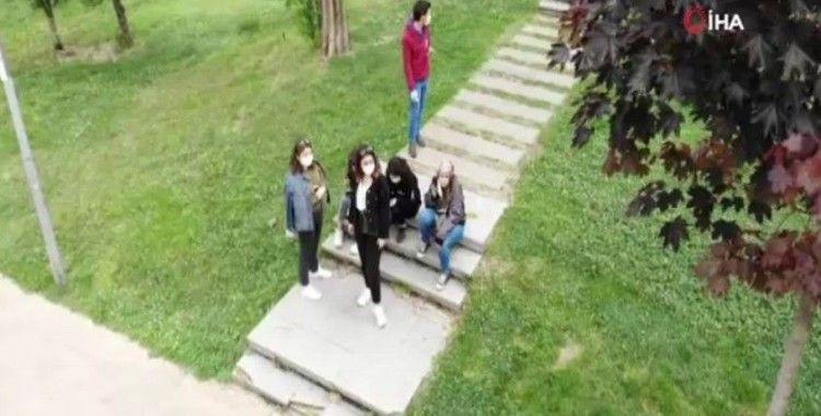 Maçka Parkı'nda dolaşan gençler havadan görüntülendi