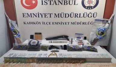 Kadıköy'de silahlı kavgaya karışan 8 zanlı yakalandı