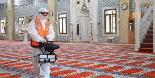 Yeniden ibadete açılacak camiler dezenfekte ediliyor