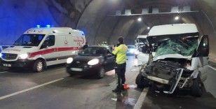 Akyazı tünelinde kaza: 8 yaralı